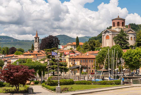 View of Laveno Mombello, is the tourism capital of the eastern shore of Lake Maggiore in province of Varese, Italy Standard-Bild