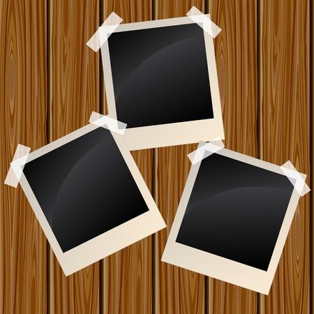 Blank Fotos auf einer Holzwand