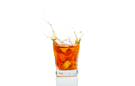 Whiskey with splash on white background, brandy in a glass Banque d'images
