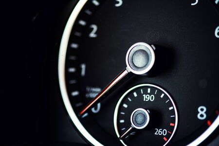 speedometer in the car Imagens - 148275807