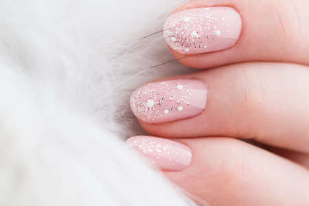 Nails Design. Christmas Manicure isolated on white Background. Close Up Of Female Hands. Art Nail. 版權商用圖片