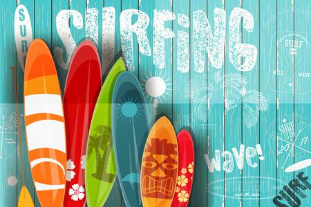 Surfing Poster im Vintage-Stil für Surf Club oder Shop. Surfbretter mit verschiedenen Designs und Größen auf blauem hölzernem Hintergrund. Vektor-Illustration.