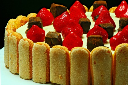 confiserie: Cream-cheese cake with fresh fruits