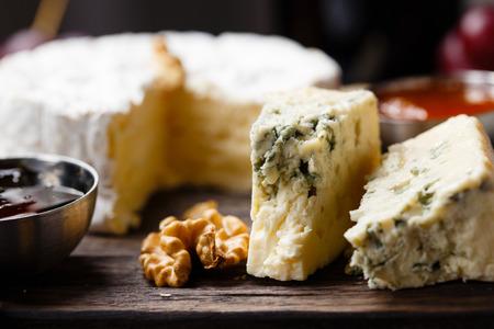 프랑스어 치즈 가로 확대의 접시