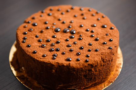 bolter: Chocolate cake  with brilliant chocolate props