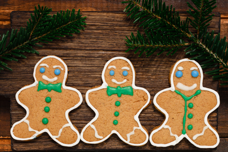 Christmas Gingerbread man cookies with fir branch on the wooden background 스톡 콘텐츠