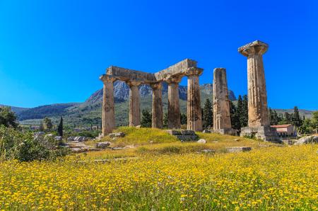 rovine del tempio di Apollo a Ancient Corinth, Peloponneso Archivio Fotografico