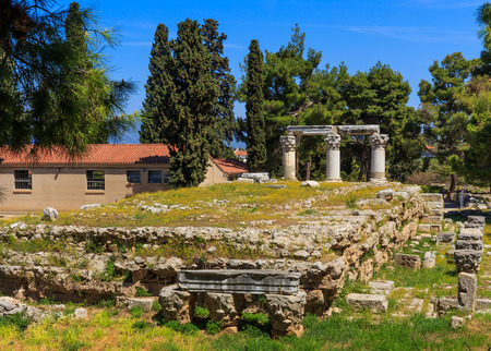 polis: ruins of temple E in Ancient Corinth, Peloponnes