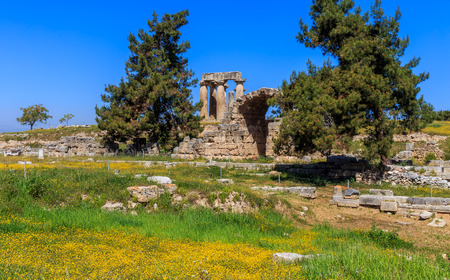 peloponnes: Apollo temple ruins in Ancient Corinth, Peloponnes