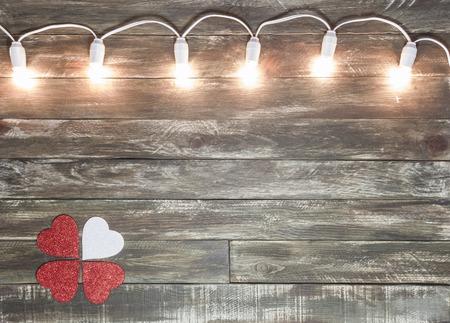 San Valentín de fondo con textura de madera con guirnalda de luz Foto de archivo