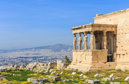 아크로 폴리스 언덕에있는 고대 사원 폐허