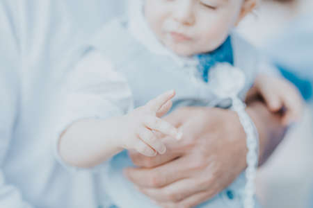 dad holds his son in his arms, a boy in a suit Standard-Bild