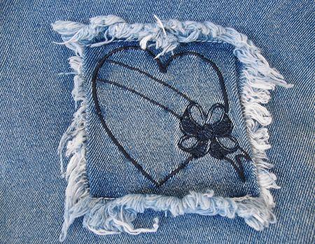 Una vaquera cuadrados que contiene una revisión de corazón con una pancarta en blanco.