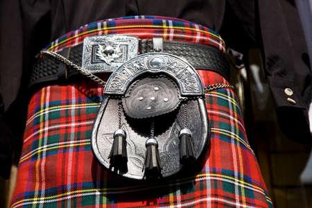 Una falda escocesa con su sporran, la bolsa tradicional