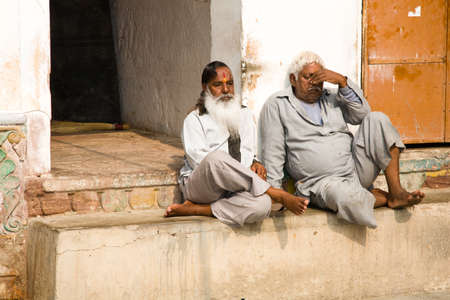 hinduist: Jodhpur, India - 2015, January 1 : Two indian men sitting in the courtyard of a Hinduist temple in the town of Jodhpur, Rajasthan, India Editorial