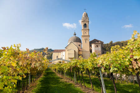 The parish church of Marano di Valpolicella  in the famous Valpolicella wine region in the Veneto area of northern Italy 版權商用圖片