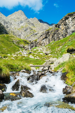 Berglandschaft und den Fluss in Valbondione, Bergamo, Italien