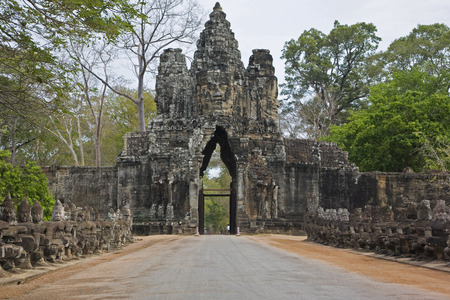 ��archeological site�: Entrance door in Angkor archeological site, Siem Reap, Cambodia