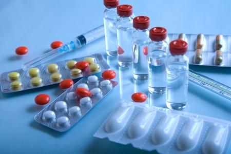 Productos farmacéuticos - jeringa y píldoras