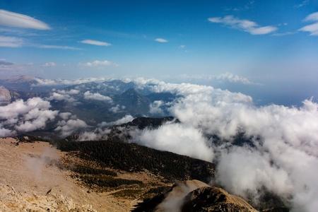 olimpo: Encima de la vista de nubes en la monta�a Tahtali (Olimpo), Turqu�a  Foto de archivo