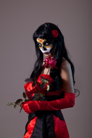 Sugar skull lady with red rose, Mexican Day of the Dead Фото со стока - 16010641