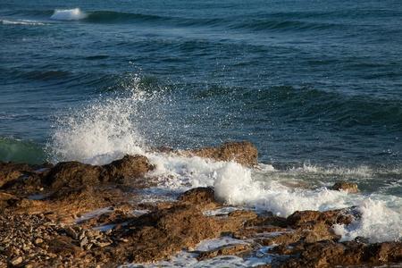 mare agitato: Close-up shot delle onde del mare in tempesta, Mar Mediterraneo