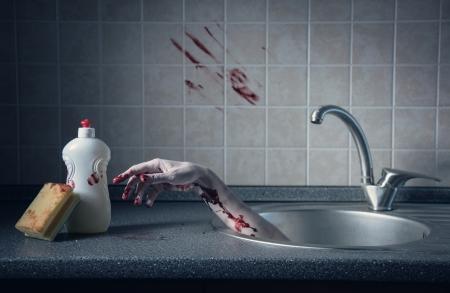 Bloedige hand in gootsteen, Halloween concept of plaats delict