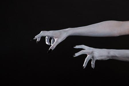 satan: Scary Halloween weißen Hände mit schwarzen Nägeln, Körperkunst Lizenzfreie Bilder