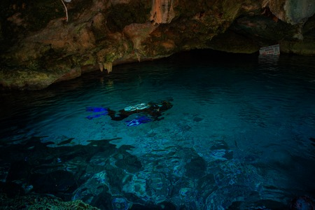 Cenote Dos Ojos with clear blue water Imagens
