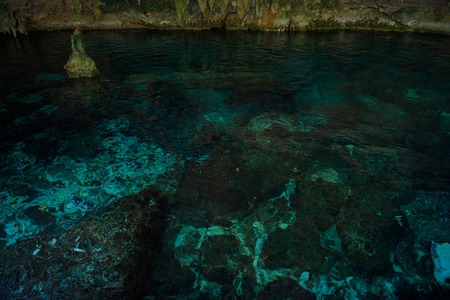 Cenote Dos Ojos with clear blue water in the cave Imagens