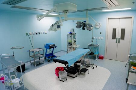 The operating room in the hospital with all the equipment. in white and blue. Standard-Bild