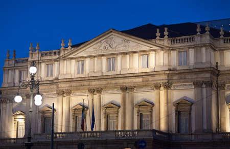 mil�n: Mil�n, el Teatro alla Scala-Night Shot Foto de archivo