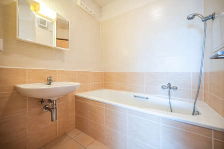 Bathroom and toilet in an apartment for rent. Real estate photo. Standard-Bild