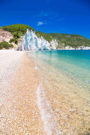The beach of Vignanotica on the coast of Gargano National park on Apulia, Italy Standard-Bild