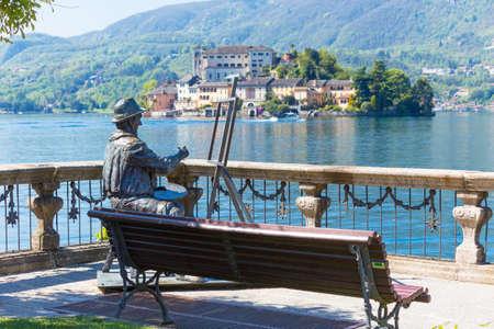 View of San Giulio island at Lake Orta, Piedmont, Italy Zdjęcie Seryjne - 93738572
