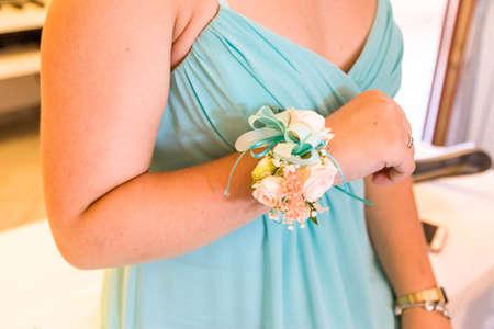 schöne Brautjungfern Blume Armband Standard-Bild