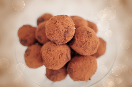 addictive: Close up of chocolate truffles