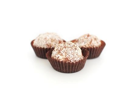 confect: Close up di tartufi cocco cioccolato