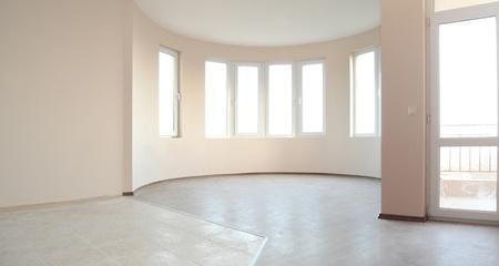 ventana abierta interior: Vaciar habitaci�n reci�n pintada en un edificio de nueva construcci�n