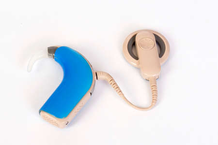 Cochlear implant device for deaf or hearing impaired people