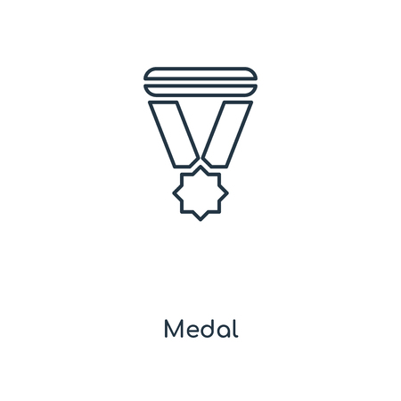 Medal concept line icon. Linear Medal concept outline symbol design. This simple element illustration can be used for web and mobile UI/UX. Vettoriali