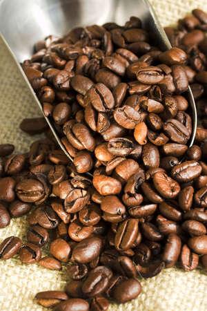 コーヒー豆とスクープ