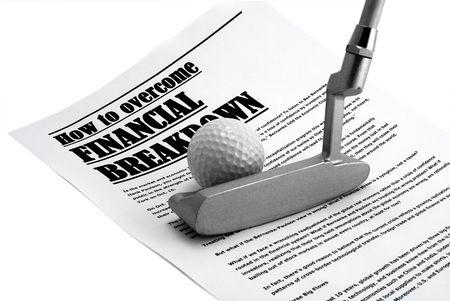 breakage: Brassey y una bola para golf sobre art�culo de peri�dico sobre la crisis y materias anal�ticos