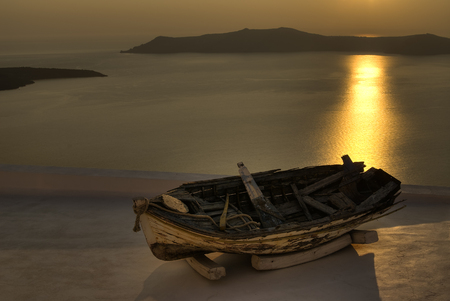Boot Wrack im Sonnenuntergang
