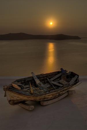 Boot im Sonnenuntergang Lizenzfreie Bilder