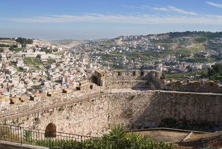 Walls of Jerusalem mit dem neuen Mauern im Hintergrund