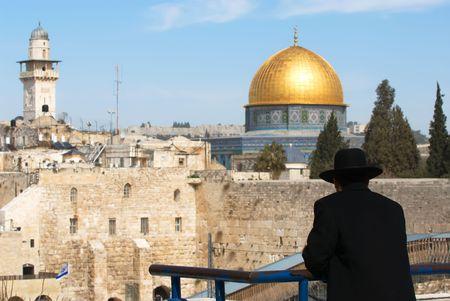 J�dische Menschen suchen auf der Klagemauer