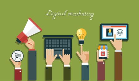 Digitale Marketing-Konzept. Menschliche Hand, die mit einem Megaphon, Laptop, Mobile, Tablet, Glühbirne, Körbe