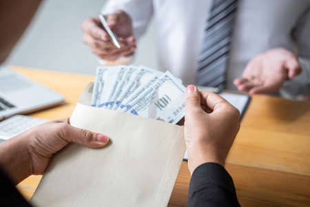 Dishonest cheating in illegal money, Business woman giving bribe money the form of dollar bills to while give success the deal to contract agreement, Bribery and corruption concept. Фото со стока - 138085248