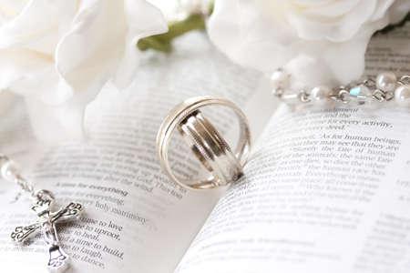 bodas de plata: Los anillos de boda Foto de archivo